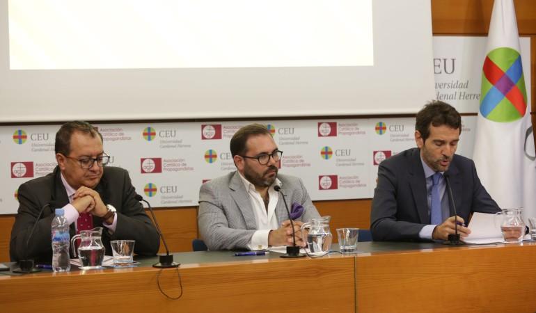 LOS PERIODISTAS JUAN ANTONIO MARRAHÍ Y CONCHA TEJERINA, GANADORES DEL I PREMIO DE PERIODISMO SANITARIO