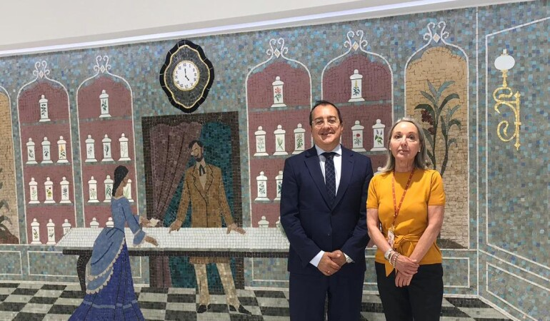 Fornes se reúne con la presidenta del Colegio Oficial de Farmacéuticos de Alicante.