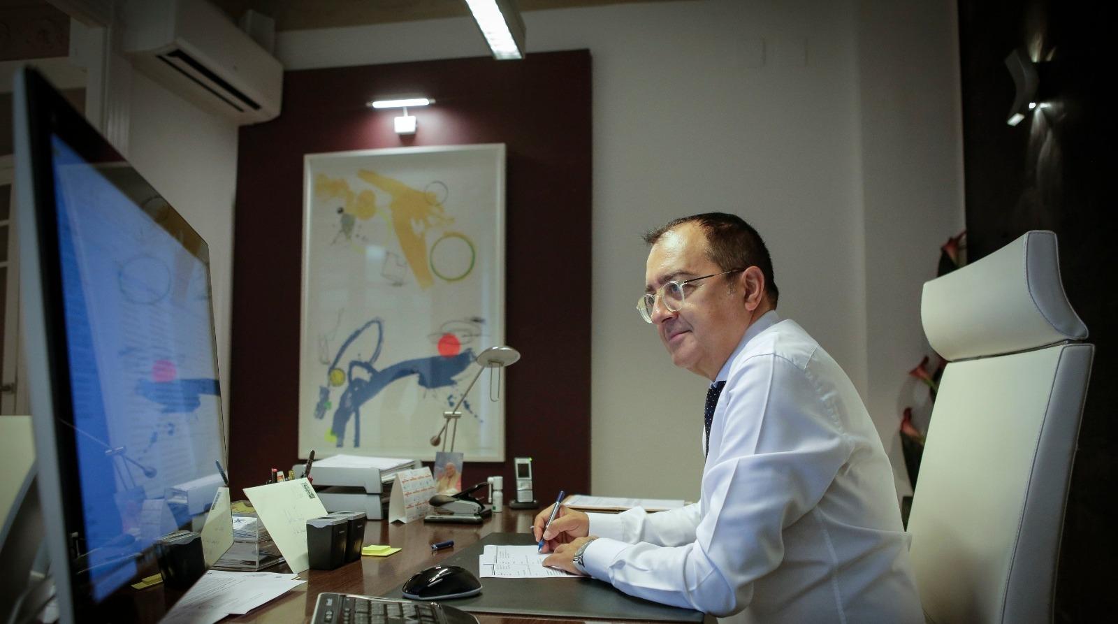 """EL MUNDO: Carlos Fornes: """"Las condiciones laborales en la sanidad abocan a una medicina judicializada"""""""